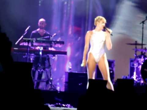 Miley Cyrus - Jolene (rio De Janeiro 29 09 14) [dolly Parton Cover] video