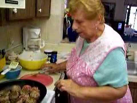 New York Italian Grandma Makes Meatballs - YouTube