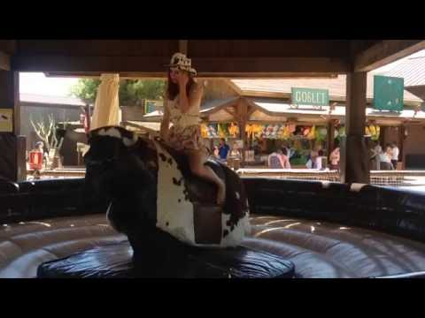 Port Aventura - Mechanical Bull / Девушка на механическом быке