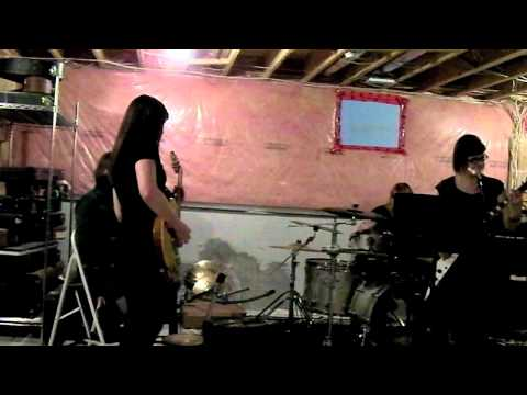 KITTIE - 20 second clip of us jamming a new song!