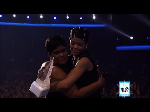 Rihanna's Receives Icon Award at the American Music Awards | LIVE 11-24-13