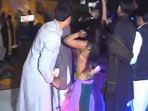 Pakishtani Mujra Night In Singh Is King Song.mp4 video