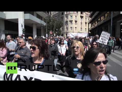 Greece: Thousands of strikers flood outside Athens parliament