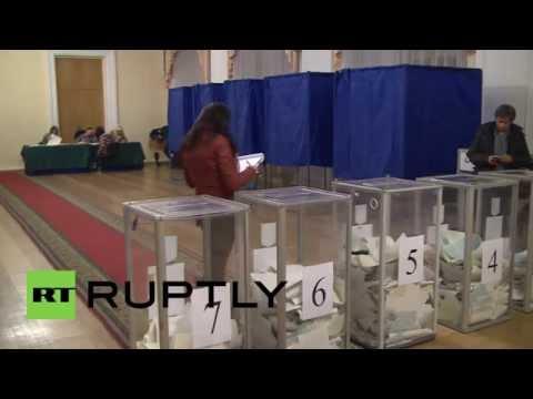 Ukraine: Polling stations close in Kiev