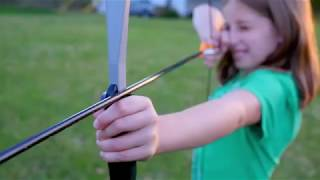 Bear Archery Titan Bow, Beginner bow set comes ready to shoot with two Safetyglass arrows and target