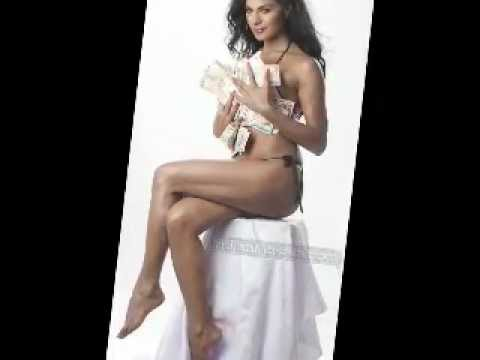 Pakistani Sexy Girl Veena Malik In Bikini video