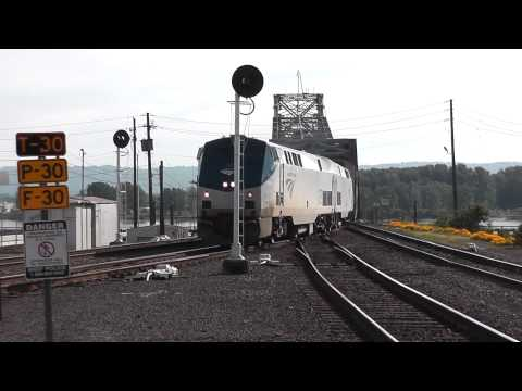 Amtrak Empire Builder #28 arriving-departing Vancouver, WA