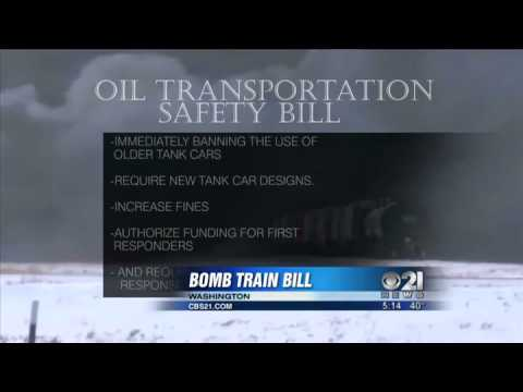 Federal lawmakers propose tougher oil train laws