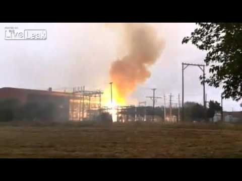 Huge Power Plant Explosion in Ponca City (raw videos)