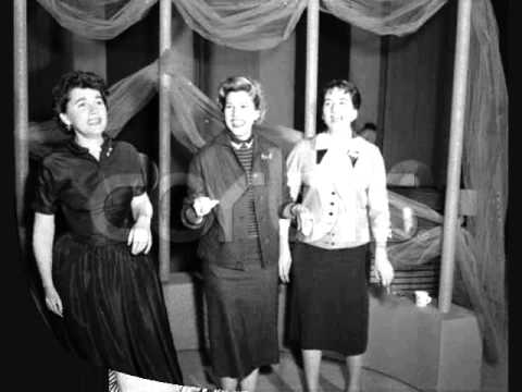 Rum & Coca Cola (1946 Recording) - The Andrews Sisters