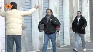 Candid Camera - Scherzi Divertenti: Abbracci Per Strada!