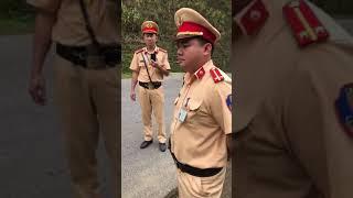 Tranh cải luật giao thông với cảnh sát