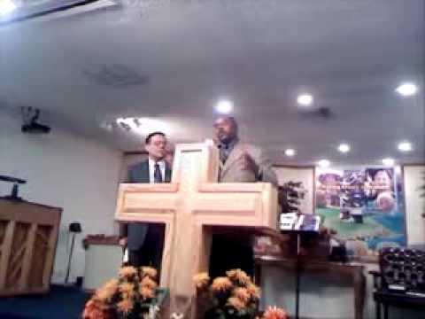 Pastor Rafael Ramirez Traduciendo