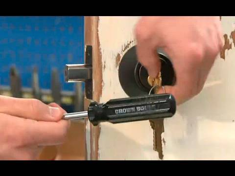 Pick a Lock in SECONDS with a Bump Key - Scam School