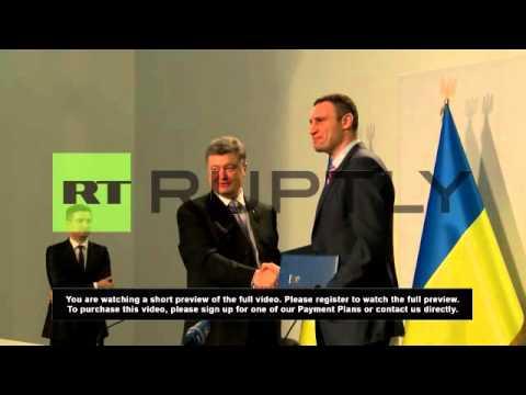 """Ukraine: Poroshenko wants """"open door"""" with EU"""