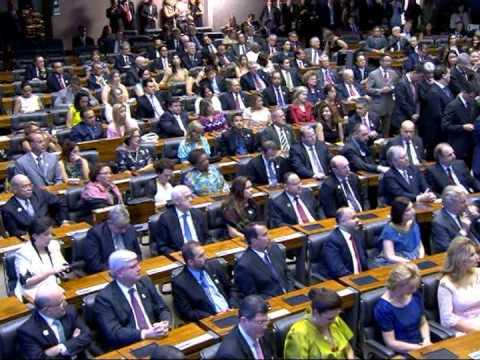 "Dilma Rousseff toma posse e anuncia lema do novo governo: ""Brasil, Pátria Educadora"""
