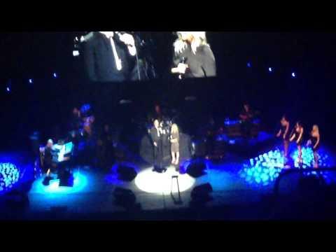 Can't help falling in love - Luiza Possi e Julio Iglesias