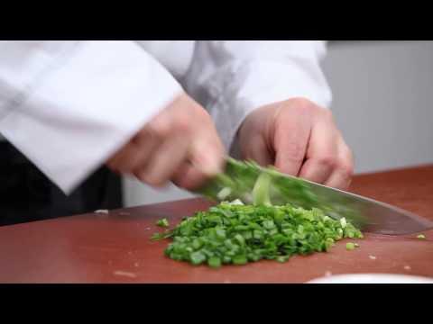 Зеленый борщ - легкий и сытный суп. Рецепт Уриэля Штерна