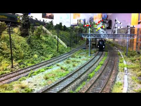 Hornby Coronation streamliner with DCC sound . smoke and lights by LocoLines