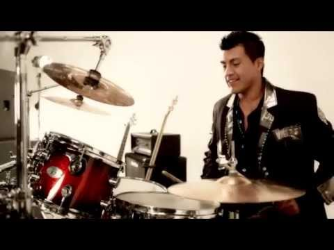 Lo Sigues Amando ( Video Oficial - 2012 ) - Banda Pequeos Musical