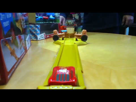 Cars Lightning McQueen Disney Pixar Tractor Tippin' Cars Track Set Toy Review