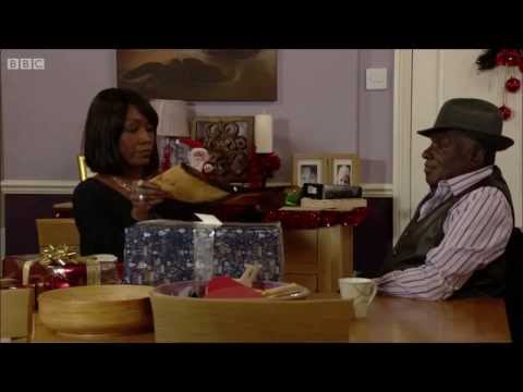 [EastEnders] Ian gets Denise oven gloves for Christmas