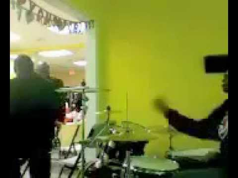 lil vic on drums victor b killin keys shedin off marvin sapp