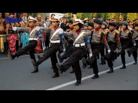 Keren,, Aksi Memukau Polisi Cilik aksi berbaris bikin anak lain melongo