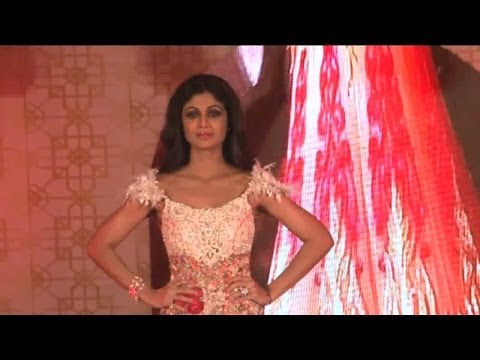 Watch Shilpa Shetty's Seductive Ramp Walk