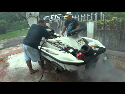 Rebuilding the engine of a Yamaha WaveRunner