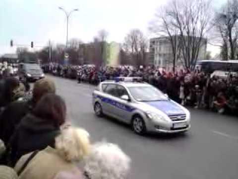 Przejazd konduktu z ciałem prezydenta Lecha Kaczyńskiego /  funeral procession with Lech Kaczynski
