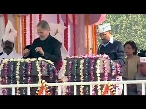 AAP ka CM: Arvind Kejriwal takes oath
