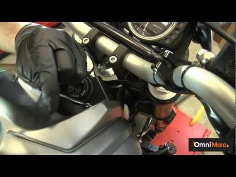 Candele e filtro dell'aria: come pulire e cambiare componenti essenziali della tua moto