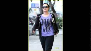 Demi Lovato Runs errands in Los Angeles, CA (4-18-11)
