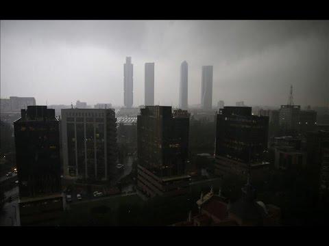 Una intensa tormenta colapsa la ciudad de Madrid