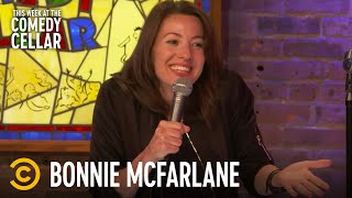 Three Signs That You're Dealing with a Creepy Man - Bonnie McFarlane