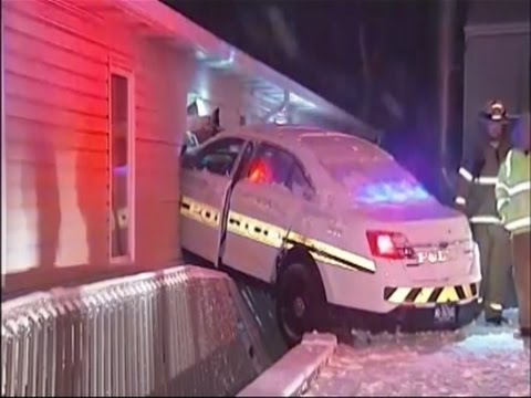 Pa. cop loses control of cruiser, crashes into vet clinic