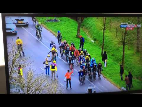 Jack Bauer throws his bike into a ditch in Gent-Wevelgem 2015