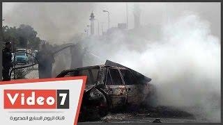 بالفيديو.. اشتعال النيران بسيارة فى طريق صلاح سالم.. والمطافىء تصل بعد تفحمها بالكامل
