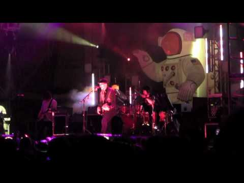 Primus 'Frizzle Fry' Live at Vibes 2010