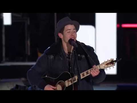Nick Jonas And Shawn Mendes Duet Lean on me -Niagara Falls NYE 2014