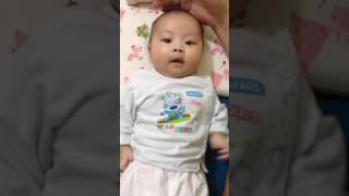 bé 2 tháng tuổi nói chuyện líu lo