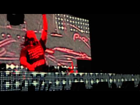Skrillex – Intro + Ease my mind (Live at Djakarta Warehouse Project 2014)