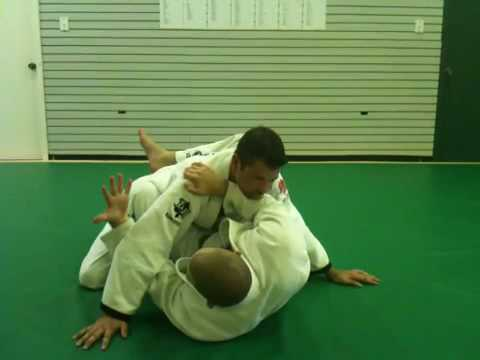 Gracie Jiu-Jitsu: Elbow Escape (Mount) Image 1