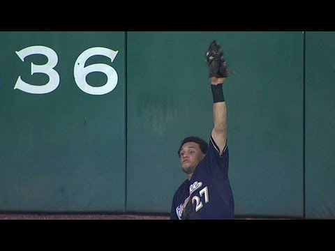 Carlos Gomez makes a great catch on Tal's Hil
