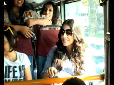 Vidya balan promoting film kahaani in bus