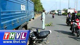 THVL | Đâm vào xe tải cẩu đang đậu, một nữ sinh ở TPHCM trọng thương
