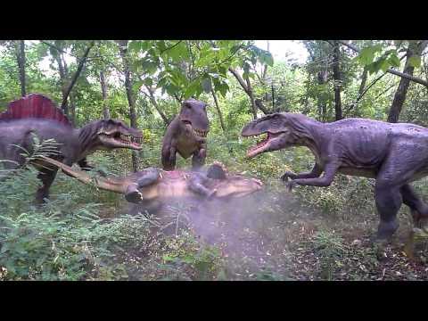 динозавр ловит рыбу