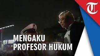 Viral Video Seorang Polantas Dicecar Pertanyaan Pria Mengaku Profesor Hukum, Pertanyakan soal Rambu