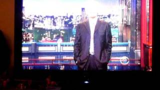 Host  TV David Letterman making a joke in behalf of the miners in chile